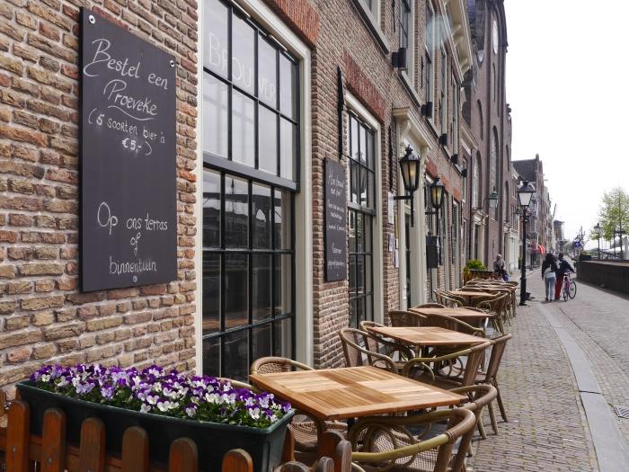 Stadsbrouwerij De Pelgrim terras - Meisjes aan de Maas