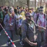 Fotoverslag Holifeest Zuiderpark: elkaar bepoederen in alle kleuren van de regenboog