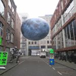 Gek van Surrealisme, De Hef is weer compleet en kiss cam op Rotterdam Centraal